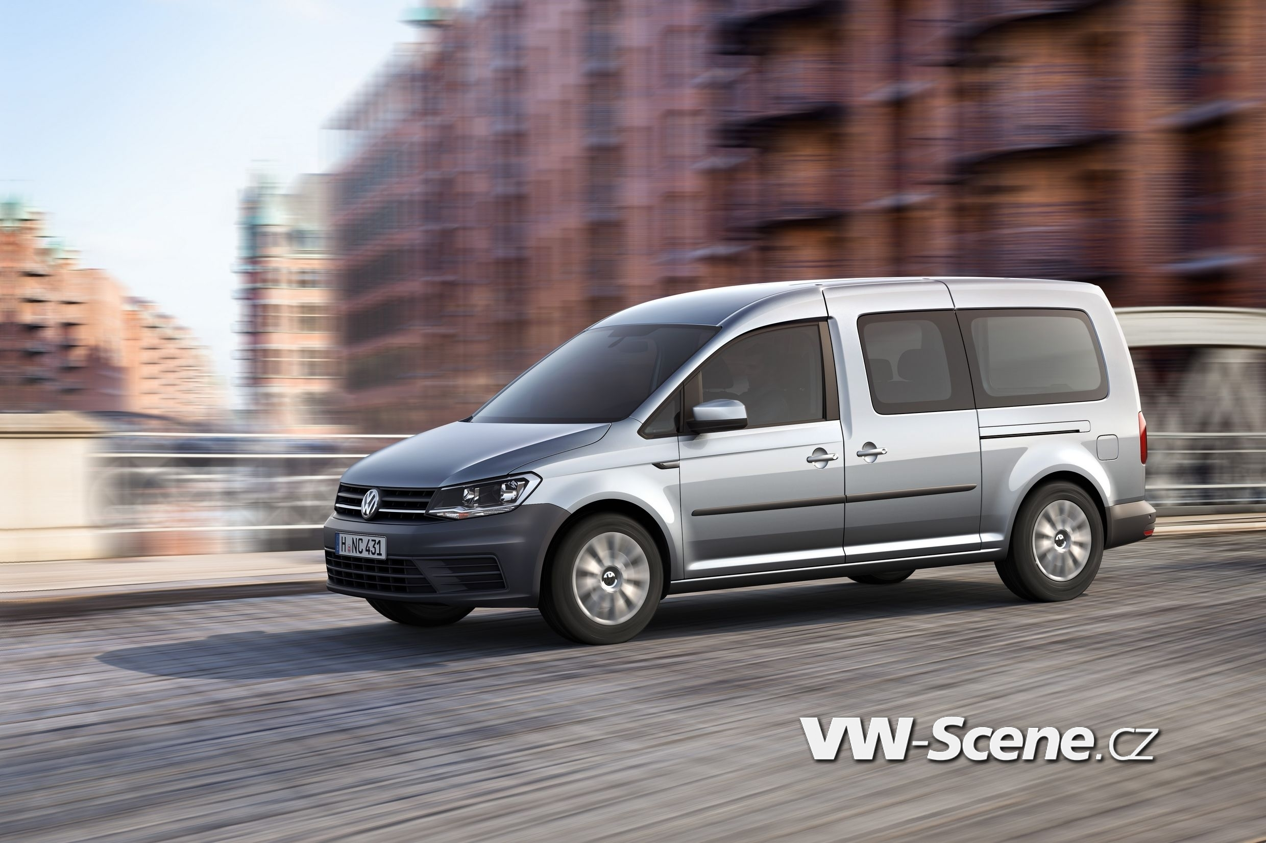 VW Caddy Maxi 02
