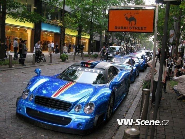 Dubai-Street-Ferrari-CLK-LM-F40