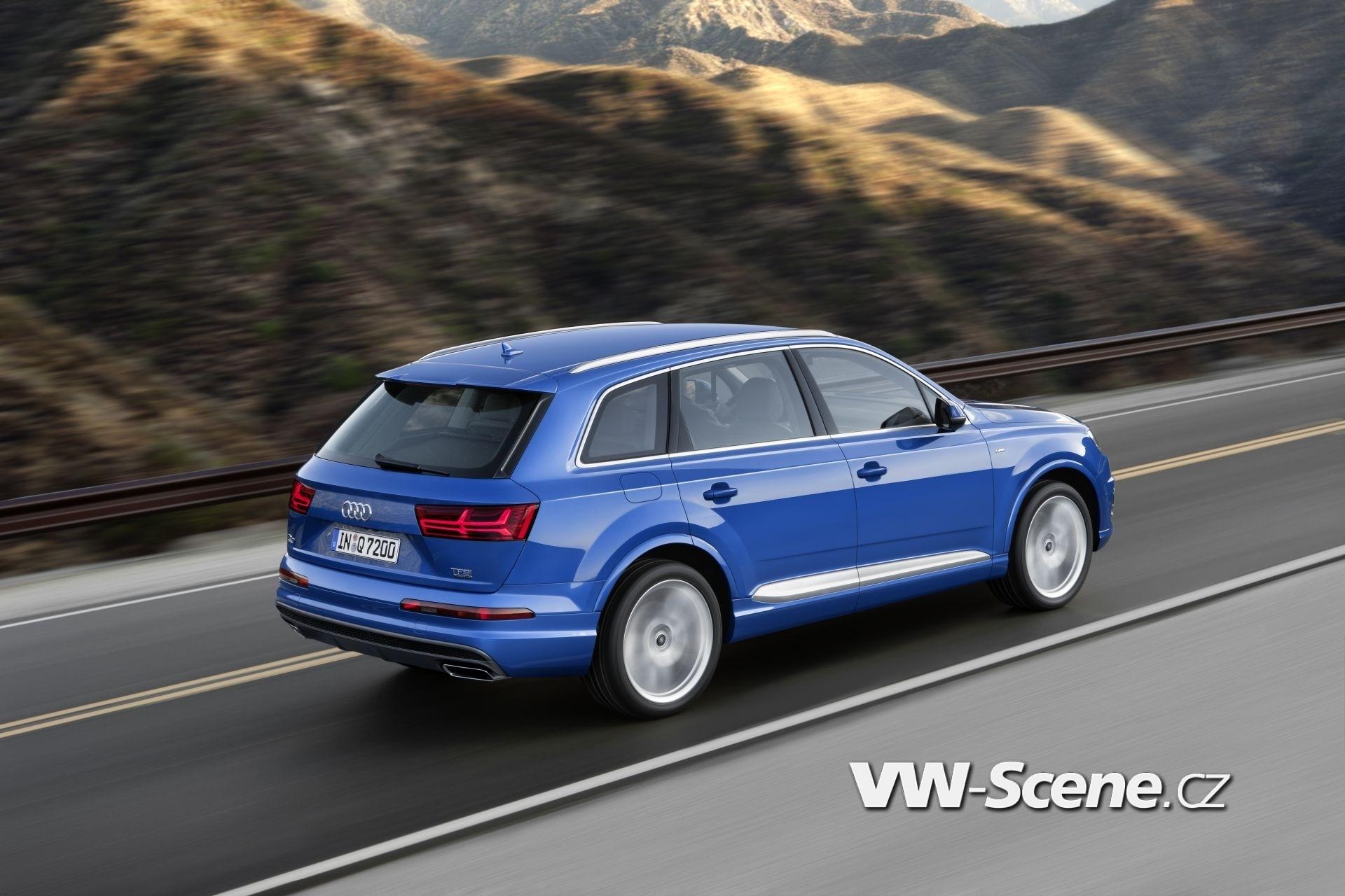 Fahraufnahme    Farbe: Arablau Kristalleffekt    Verbrauchsangaben Audi Q7:Kraftstoffverbrauch in l/100km kombiniert: 8,3 ? 5,7;CO2-Emissionen in g/km kombiniert: 183 - 149