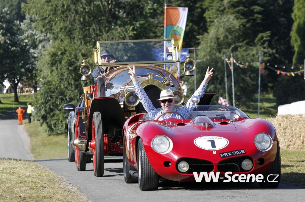 Chris-Evans-revs-up-his-Ferrari-as-CarFest-North-wows-the-crowds