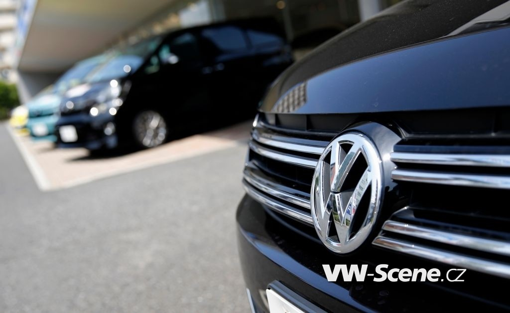 A Volkswagen car (R) is seen in front of Toyota Motor Corp cars at their dealership in Tokyo July 30, 2014. Volkswagen is closing in on Toyota Motor Corp as the global leader in vehicle sales, with a rapid expansion drive in China - the world's biggest auto market - while Toyota curbs growth to focus on shoring up quality. REUTERS/Toru Hanai (JAPAN - Tags: TRANSPORT BUSINESS) - RTR40LJD