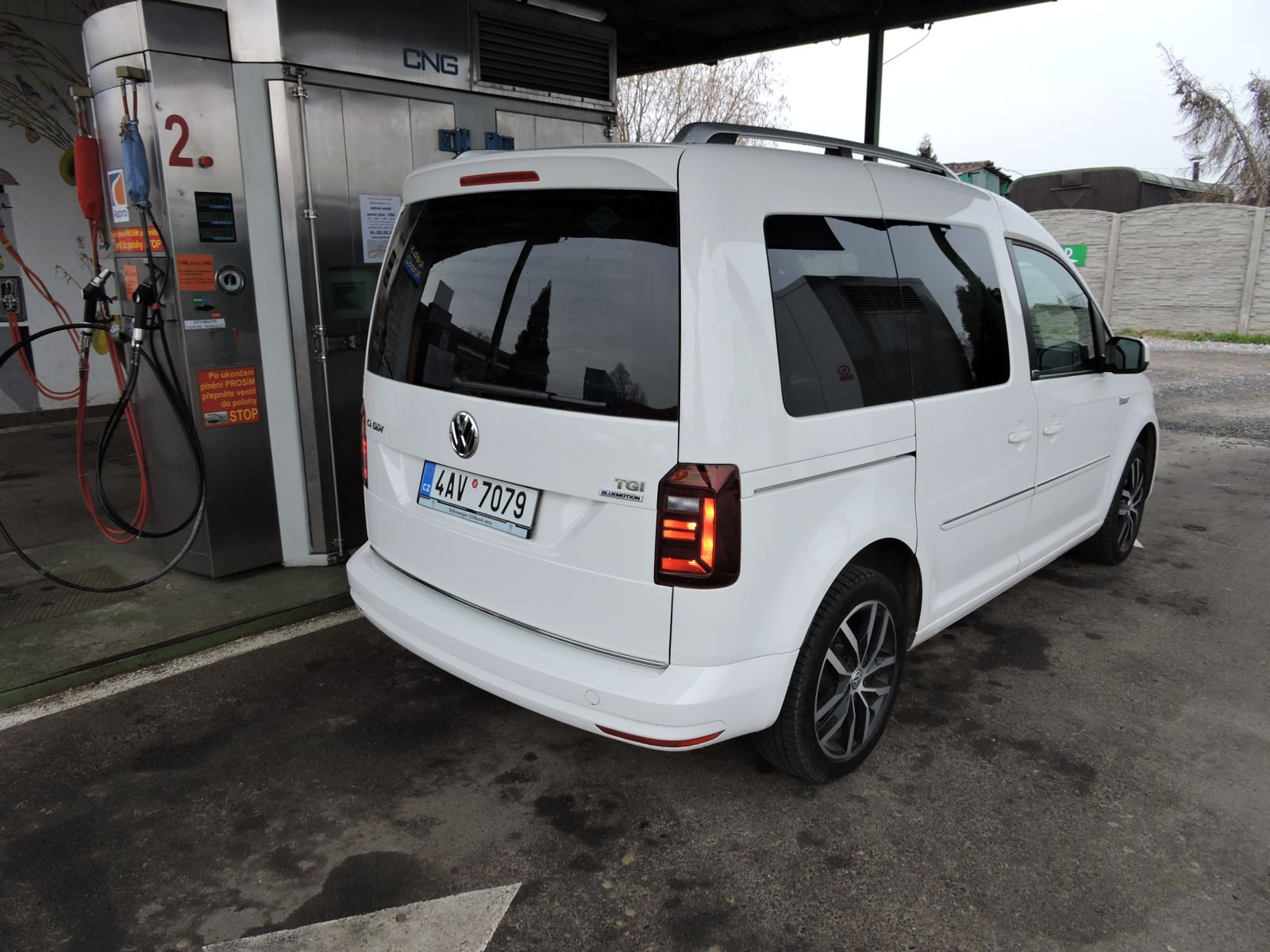 VW-CADDY-CNG-02